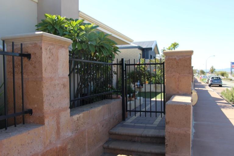 TUBULAR GATE
